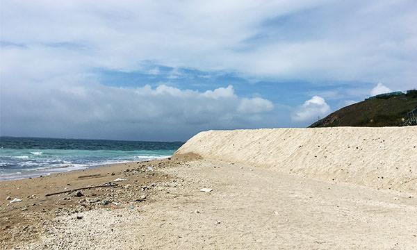 澎湖天堂路沙灘上的垃圾