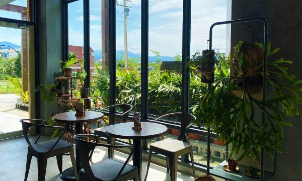 陽光灑落的用餐區