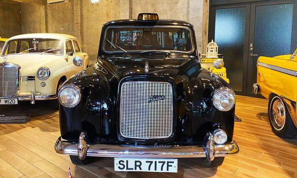 英國黑色古董車