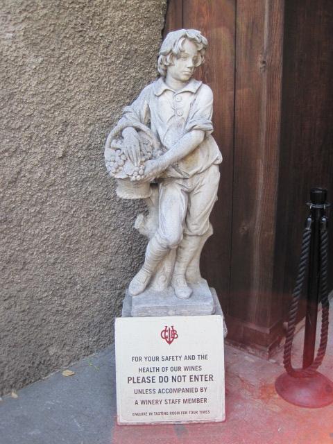 GB statue w sign