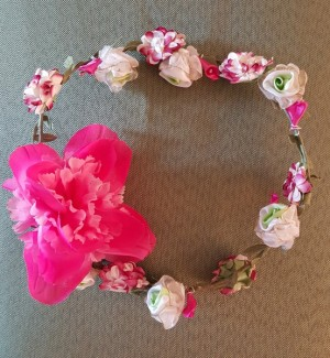 It is a rose coronet or a wreath.