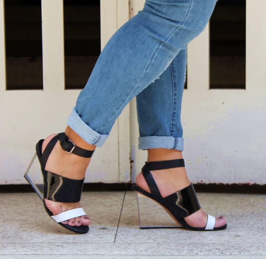 sandália salto vidro santa lolla Carol Doria