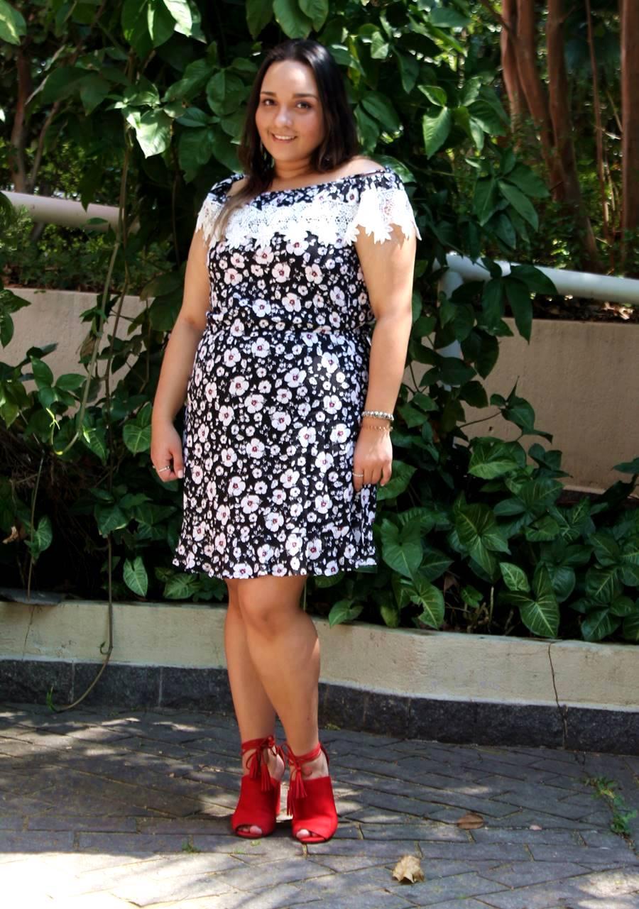 Carol Doria Look do Dia Vestido Ombro a Ombro