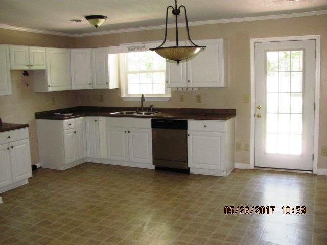 221 Sandridge Kitchen