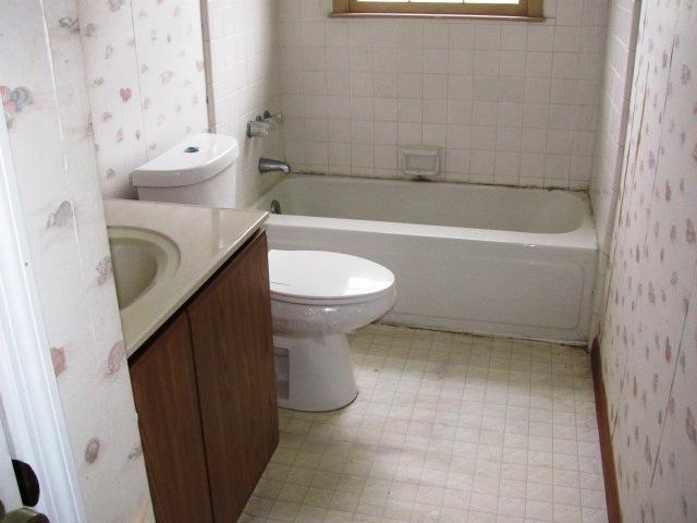 2433 Saddleridge Bathroom