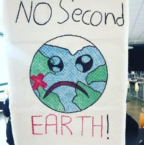 Eine Gruppe stellte u.a. verschiedene Klimazonen vor und damit einhergehende Probleme für die Pflanzen- und Tierwelt. Welche Tierarten werden bald aussterben und welche sind es schon? Was richten 2 Grad Erderwärmung an?