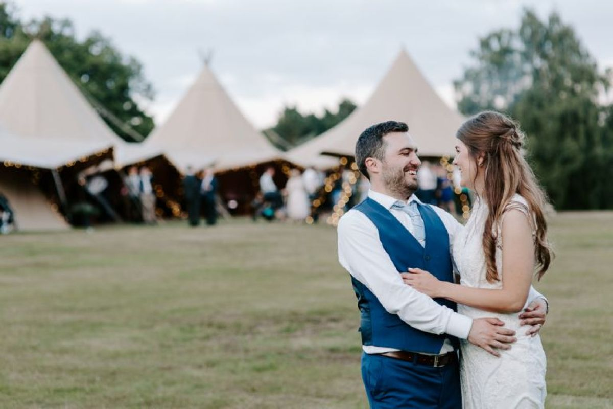 Country Tipis wedd