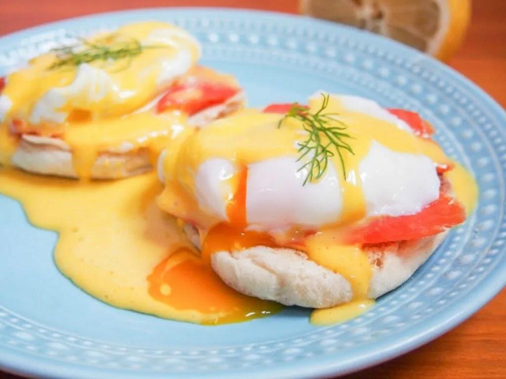 Eggs Royale (smoked salmon eggs Benedict)