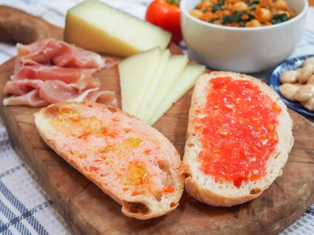 Pan con tomate (pa amb tomaquet)