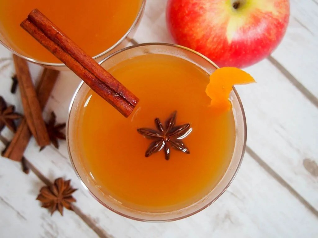 spiked mulled apple cider