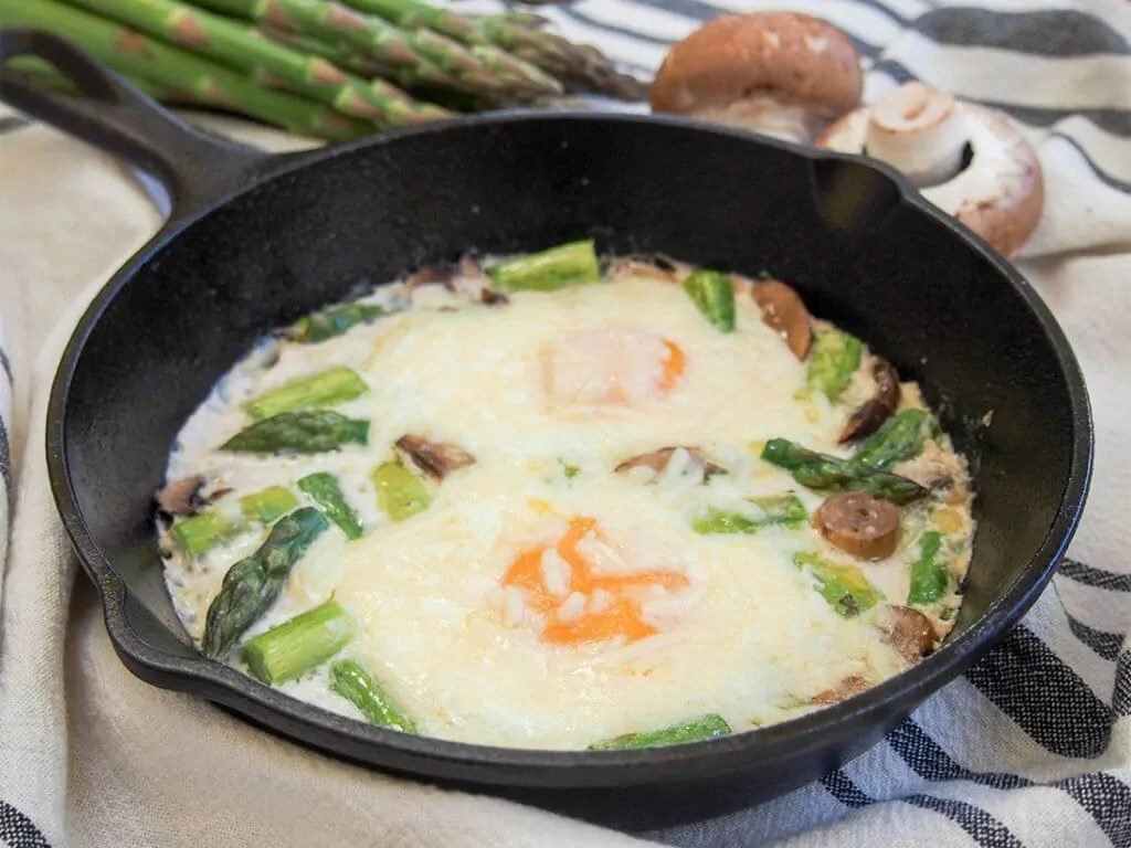 Baked eggs with mushrooms and asparagus