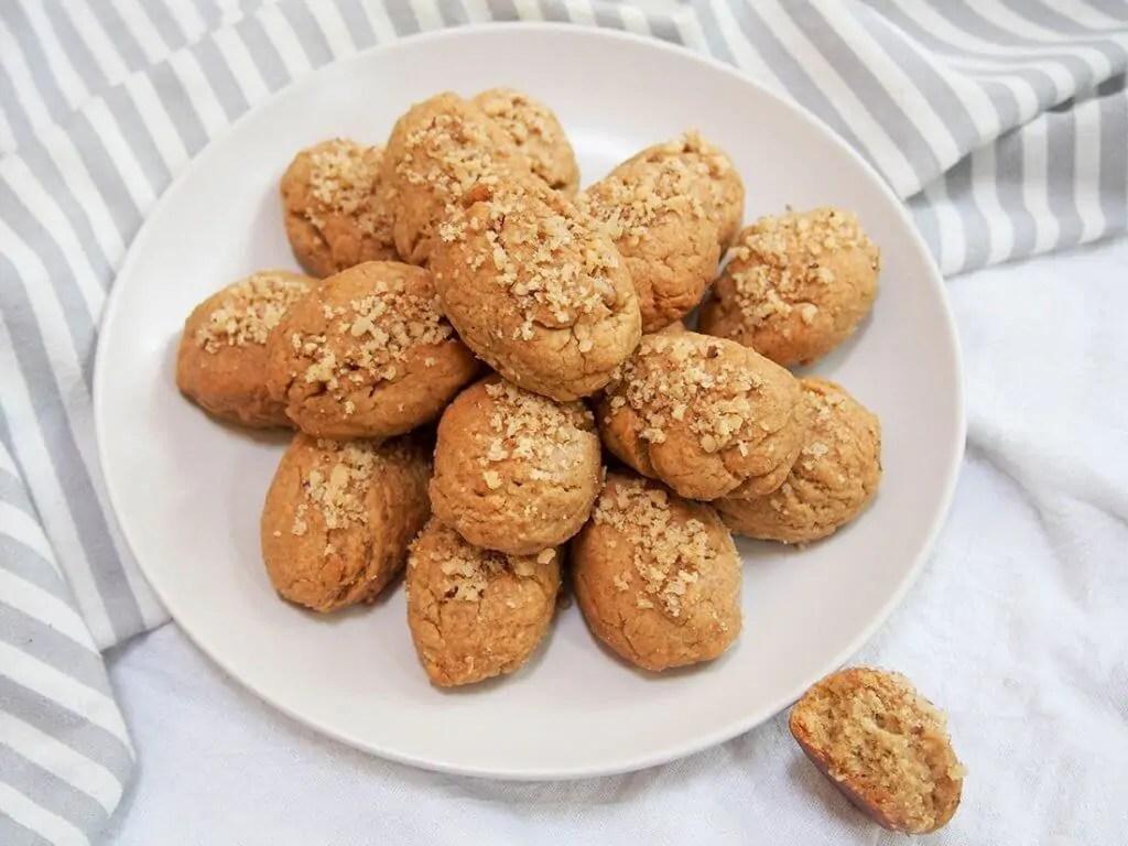 plate of melomakarona (Greek honey cookies)