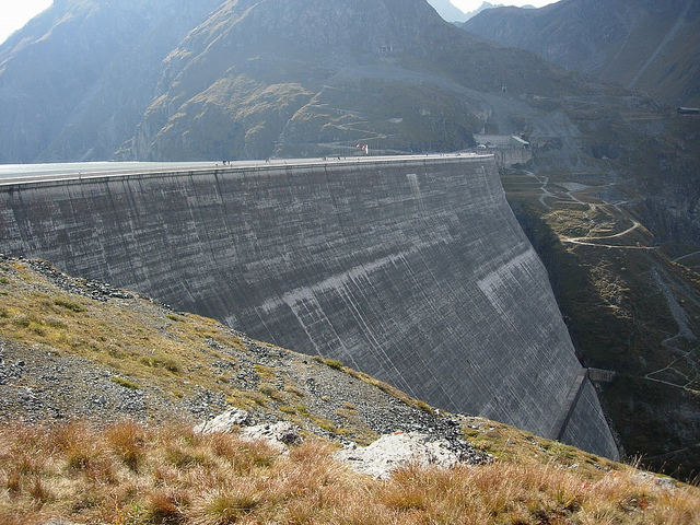 Sacrifier les derniers cours d'eau naturels de Suisse pour permettre le tournant énergétique : la fausse bonne idée du Conseil fédéral
