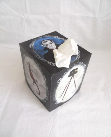 Discworld tissue box cover - Side top view
