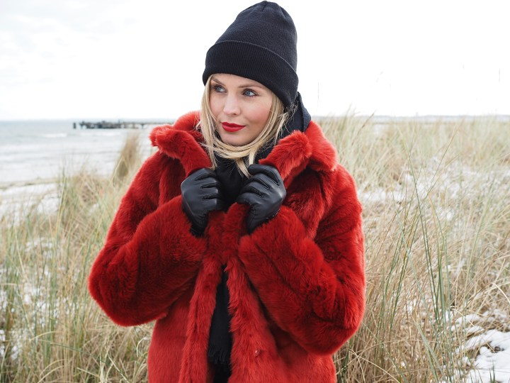 My Fluffy Red – Faux Fur Love