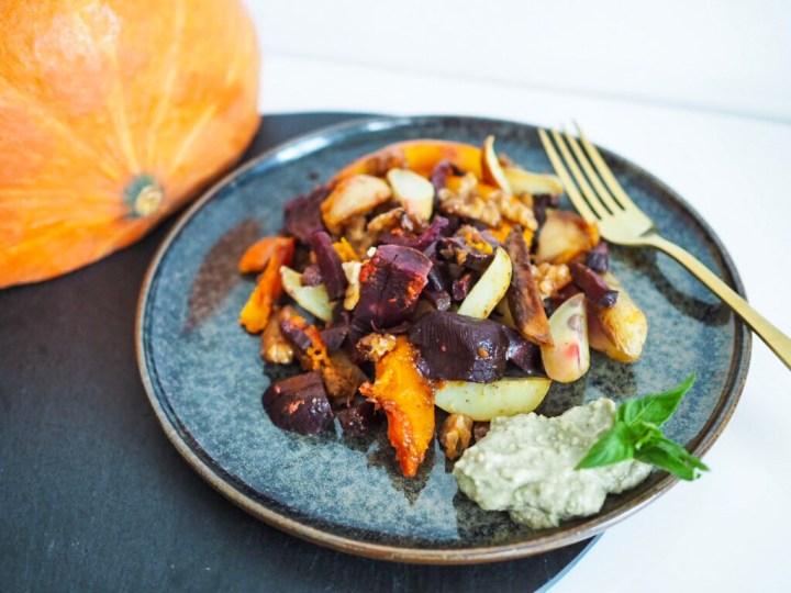 Basisches Lunch: herbstliches Ofengemüse mit Avocado-Creme
