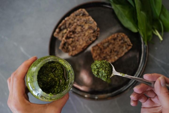 5 Gründe, warum wir jetzt Bärlauch essen sollten + Pesto Rezept
