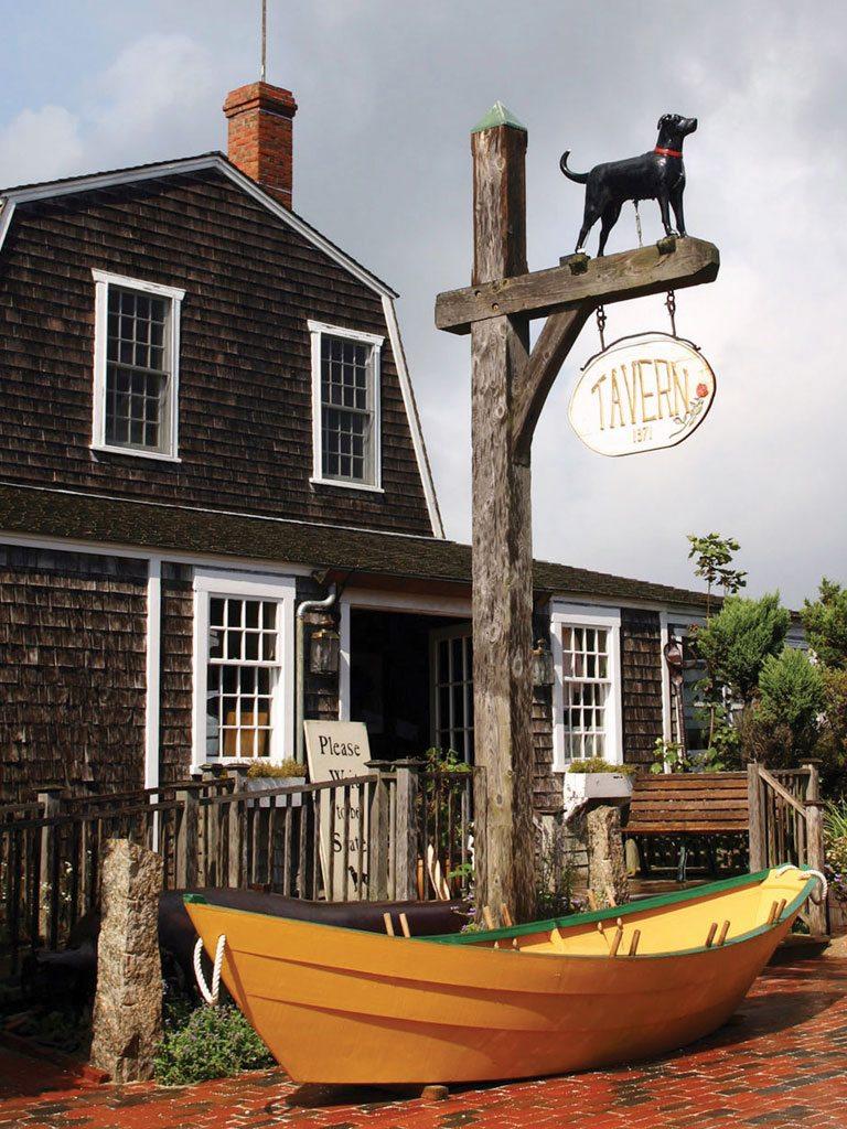 Vineyard Haven Black Dog Tavern