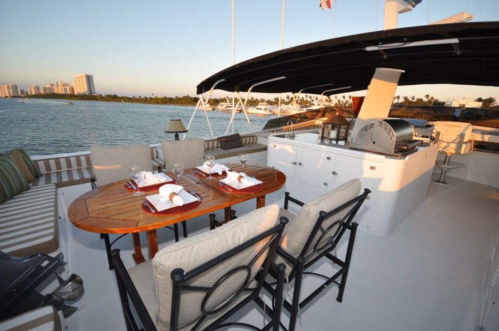 Alfresco dining on the luxury yacht GOLDEN GIRL