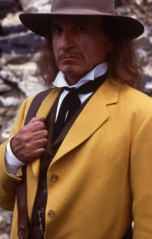 06_Ben Kingsley as The Man in the Yellow Suit