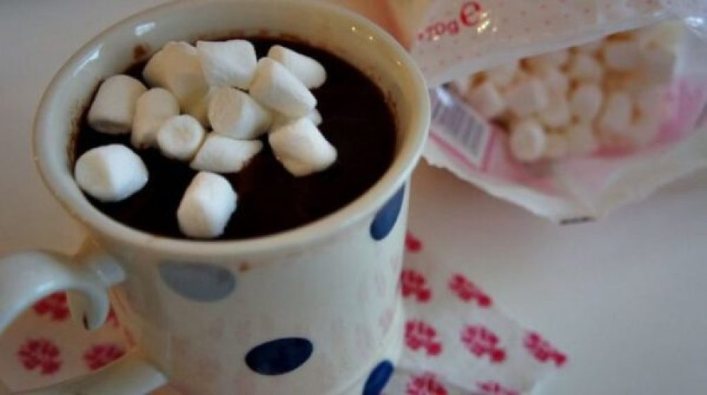 Chocolate quente com marshmallow