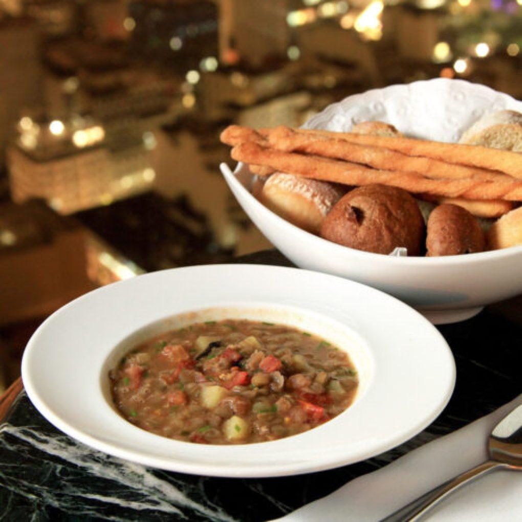 Sopa de batata doce com lentilha