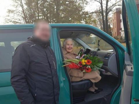 Ursula-nach-Freilassung-768x576.jpg?itok=pQXAtst_