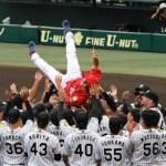 江草が現役ラスト登板、盟友・狩野と対戦で二塁打浴びる