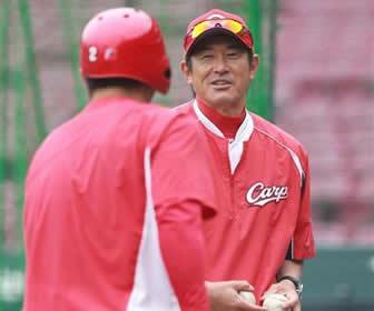 石井コーチ退団へ、最も印象に残ったシーンは苦労人のプロ初安打