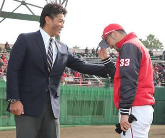 視察に訪れた侍・稲葉監督をカープファンが「稲葉ジャンプ」で歓迎!