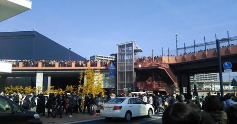 広島カープ、公式戦抽選券配布で大混乱!途中打ち切りで『抗議殺到』