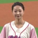 球場がどよめいた!カープ鈴木の妻・愛理さんのアクロバティック投球