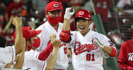 最下位・カープが首位・巨人に3タテ!代打・坂倉が初球を決勝アーチ