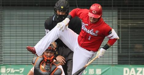 鈴木誠也が右膝付近へ『死球』をうけて、負傷交代…巨人との練習試合