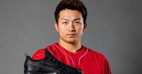 鈴木誠也モデルのスパイクが発売…走攻守でスピードとパワーを追求!