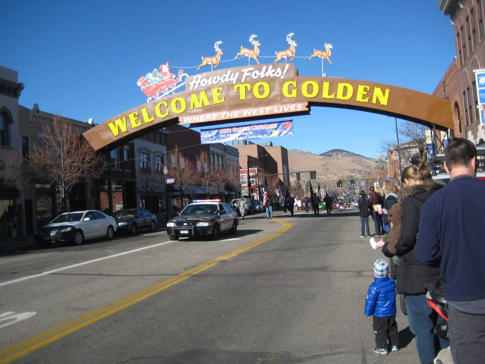 seeing that we live in golden co it was a must that we attend the olde golden christmas on paradei wasnt disappointed and neither was my daughter - A Golden Christmas 3