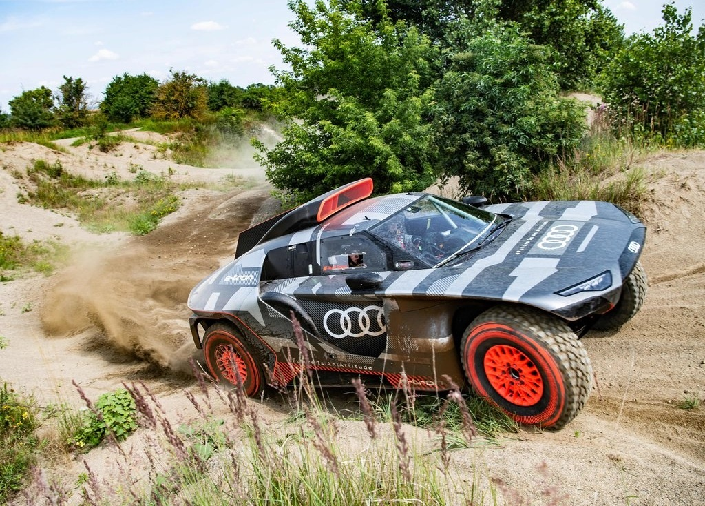 2022 Audi RS Q e-tron Dakar Rally