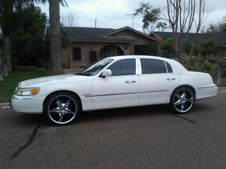 2001 Lincoln Town Car On 24s