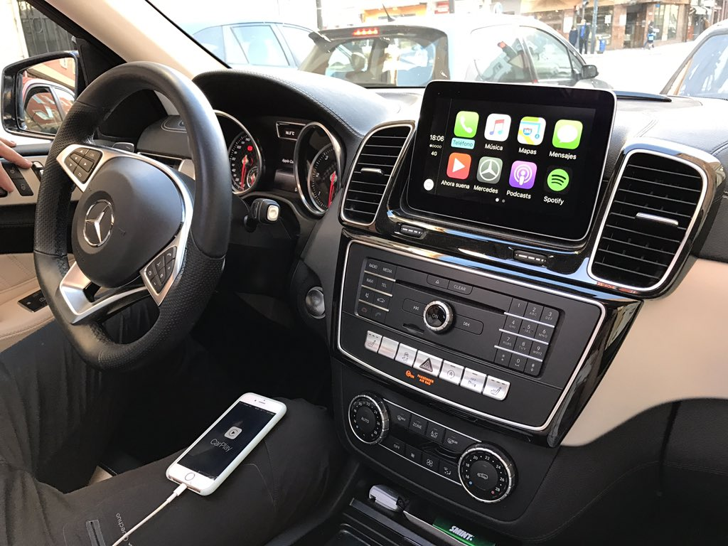 Apple CarPlay is Less Distracting Than Android Auto and
