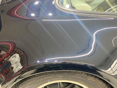 Autolack nach Politur und Versiegelung sehr glänzend makellose Fläche