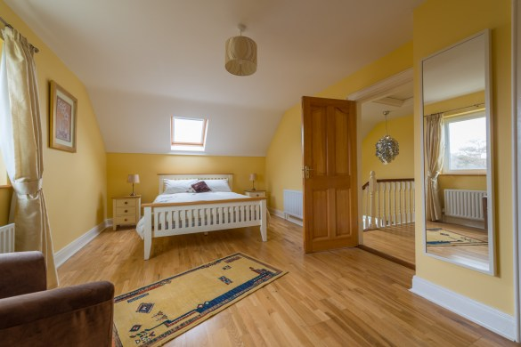 Ensuite Double Bedroom With King Sized Bed