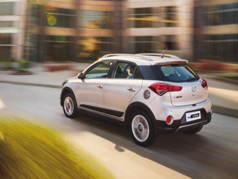 Latest Hyundai I20 Active White Price Hyundai I20 Active Launched In India Prices Start At Rs 638 Lakh