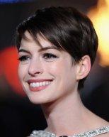 Anne-Hathaway-Cute-Pixie-Cut-for-Summer