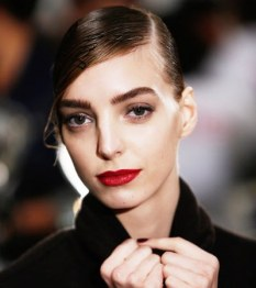 Lapiz labial rojo cardenal por Reem Acra (New York Fashion Week)