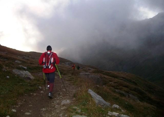 Descenso del Col de la Seigne al amanecer. UTMB 2009