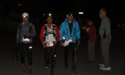 UTMB 2012: Llegada a la Fouly (130k aprox) David Mora con Mayayo y Mario Verdugo