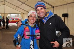 Pablo Criado y Ana Bustamente sonrientes en meta del Trail des Citadelles 2013 73k. Foto: Yvan Arnaud.