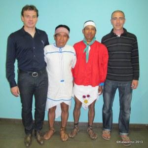 Los Tarahumara a su llegada a España en Barajas.