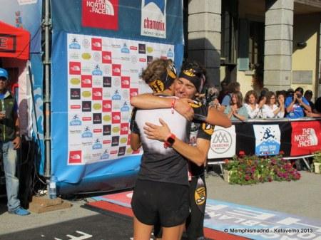 UTMB 2013 fotos: Emocionante abrazo de Nuria Picas y Emma Roca en meta. Foto: Kataverno