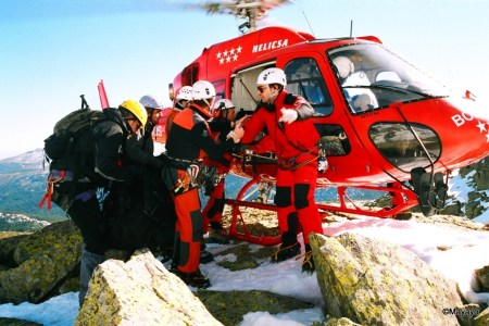 Montañeros colaborando con GERA Madrid en rescate montaña